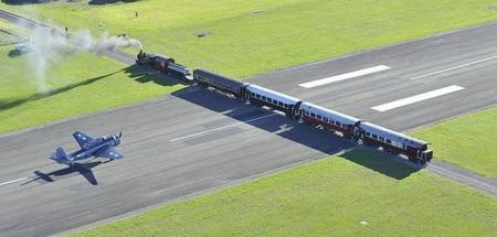 Photo of У Новій Зеландії злітна смуга проходить прямо через залізницю