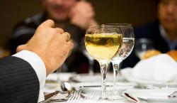 Спільний прийом їжі зміцнює довіру