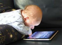 Немовлята освоюють мобільні пристрої
