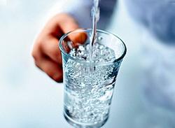 У США розгорнуто широку кампанія, яка закликає людей вживати воду