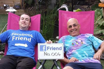 Британець вирішив зустрітися з усіма друзями по фейсбуку
