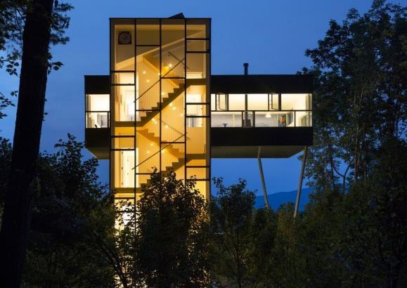 Photo of Заміський будинок у лісі — Tower House від студії Gluck+