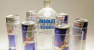 Змішувати енергетичні напої з алкоголем ризикованіше, ніж споживати звичайний алкоголь