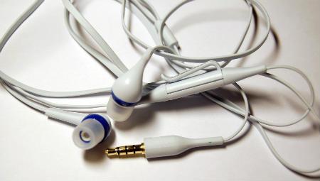 Photo of Вчені розгадали таємницю заплутування навушників в кишені