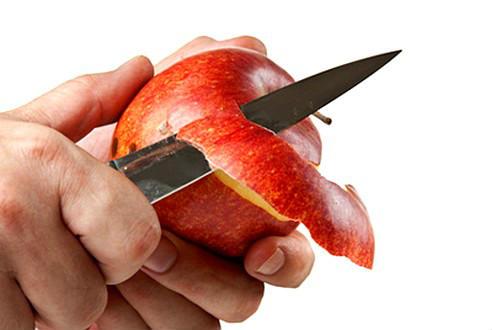 Овочі та фрукти варто їсти разом з шкіркою і листям, твердять вчені