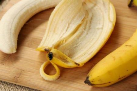 Photo of Студентка зробила зі шкірки банана біопластик