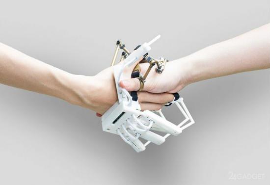 Photo of Рукавичка, що дозволяє управляти роботами і віртуальними об'єктами (2 фото + відео)