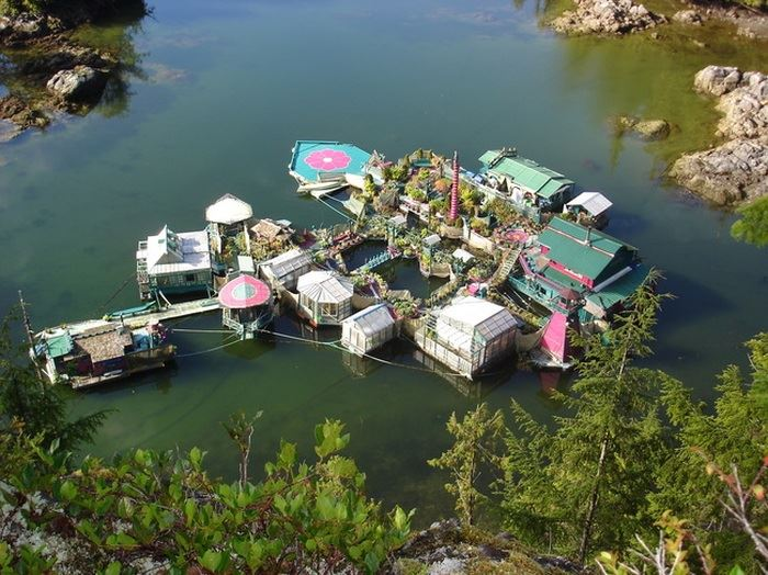 Photo of Канадська пара побудувала свій власний острів і назвали його Бухтою Свободи