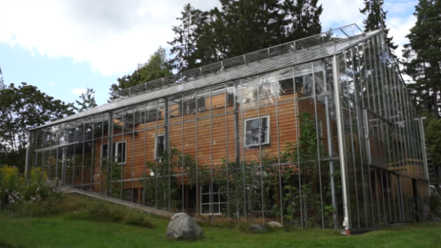 Photo of Скляна теплиця може врятувати будинок від холодів