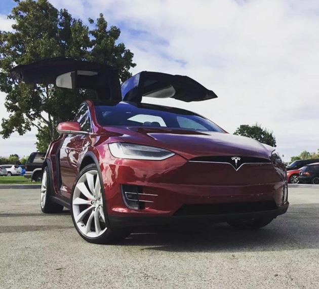 Photo of Tesla Model X назвали найшвидшим серійним кросовером в світі