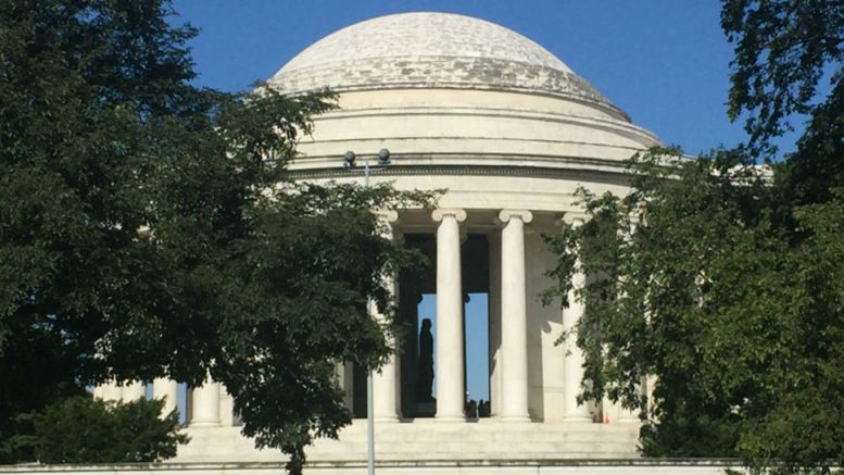 Photo of Дивний чорний слиз покрив монументи у Вашингтоні (відео)