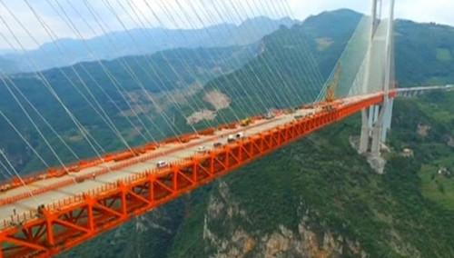 Photo of У Китаї побудували найвищий у світі вантовий міст (відео)