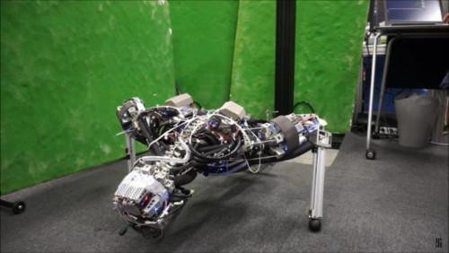 Photo of Японський робот потіє, що б не перегрітися (відео)