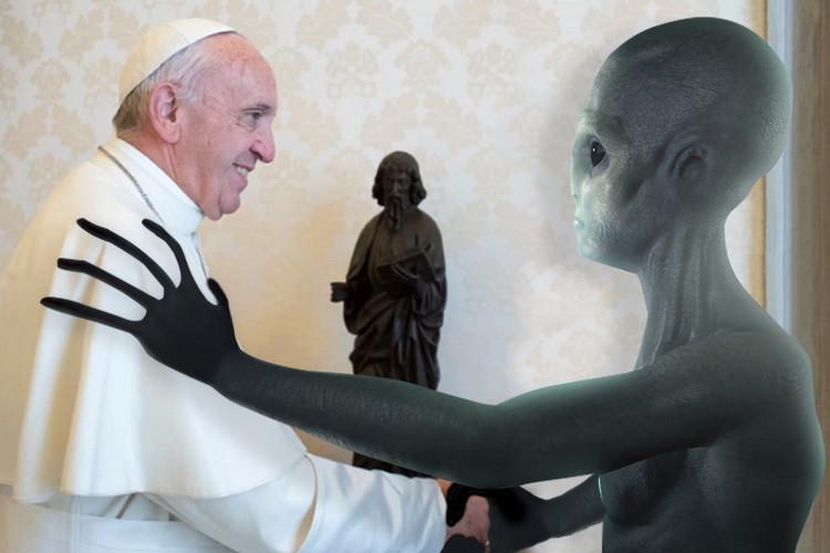 Photo of Папа Римський знає про існування інопланетян