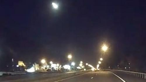 Photo of Над Канадою і США пролетів метеорит (відео)