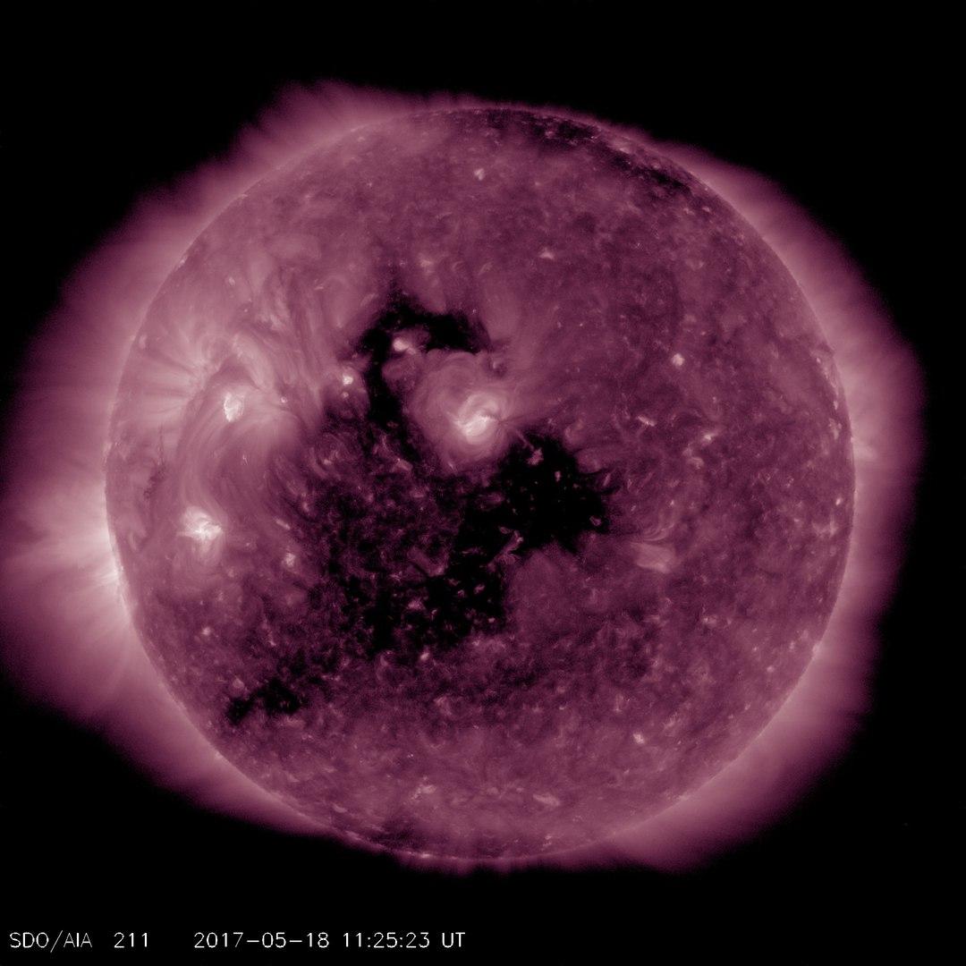 Photo of На Сонці відкрилася величезна корональна діра