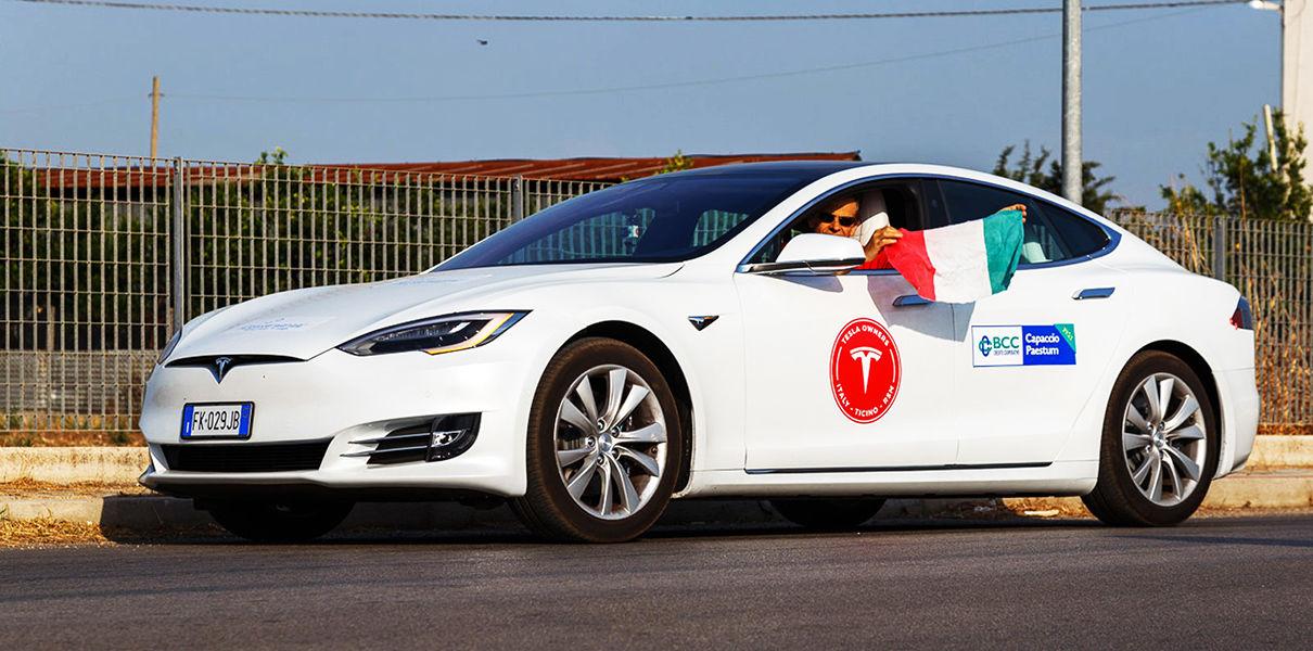 Photo of Фанати Tesla Model S проїхали 1000 км без підзарядки