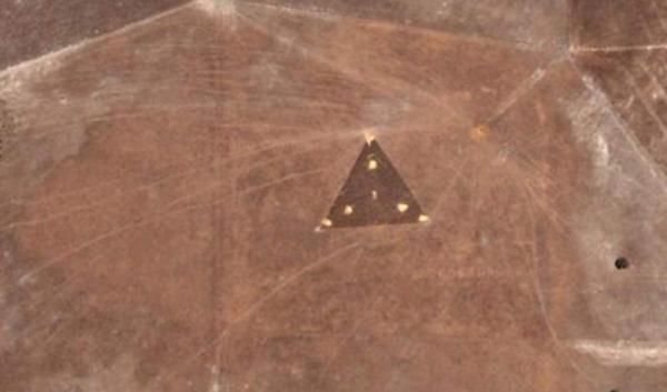 Photo of На супутникових фото Австралії дослідники виявили чорний трикутний НЛО