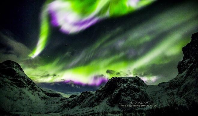 Photo of Рожево-зелено-біле сяйво спалахнуло над норвезьким островом