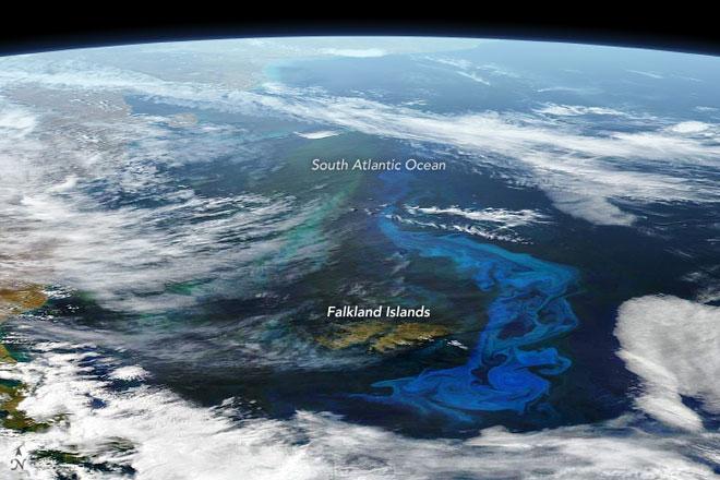 Photo of Цвітіння водоростей в Південній Атлантиці на фото зі супутника