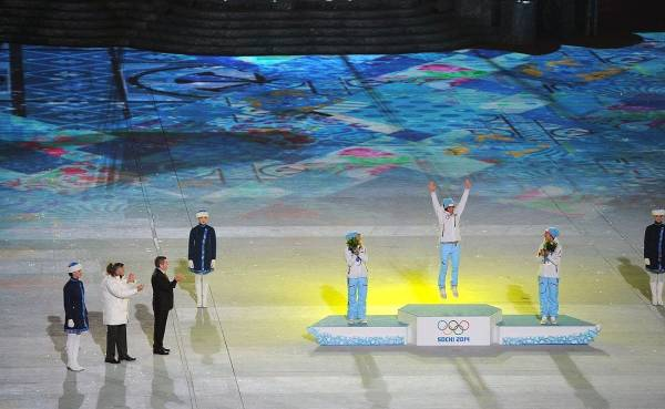 Photo of Експерти розповіли, чому олімпійці кусають золоті медалі