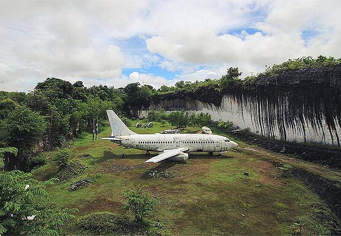 Photo of Звідки взявся «Боїнг» на галявині острова Балі