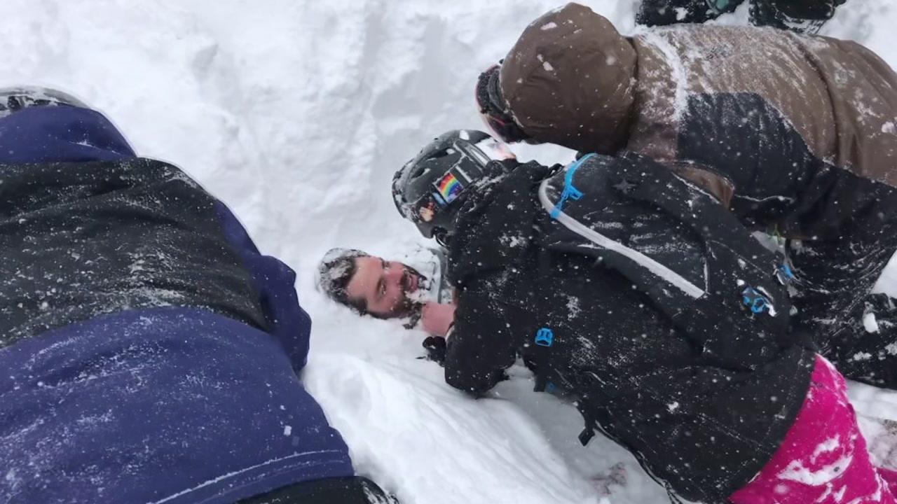 Photo of Сноубордист розповів, як бути похованим під лавиною