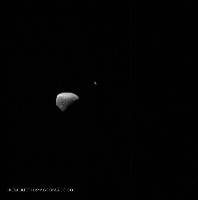 Photo of Сатурн в тандемі з Деймосом і Фобосом