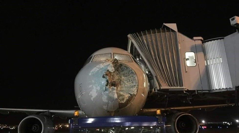 Photo of Град завдав серйозні пошкодження літаку American Airlines