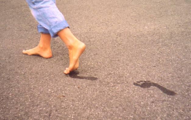 Photo of Вчені розповіли, чому діти повинні ходити босоніж