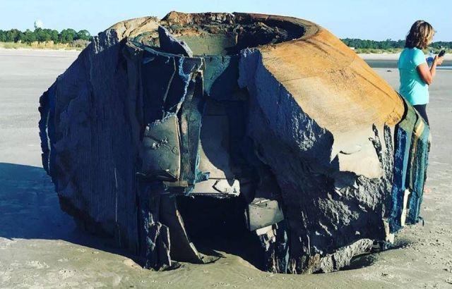 Photo of Таємничий об'єкт викинуло на берег на острові Сібрук, Південна Кароліна