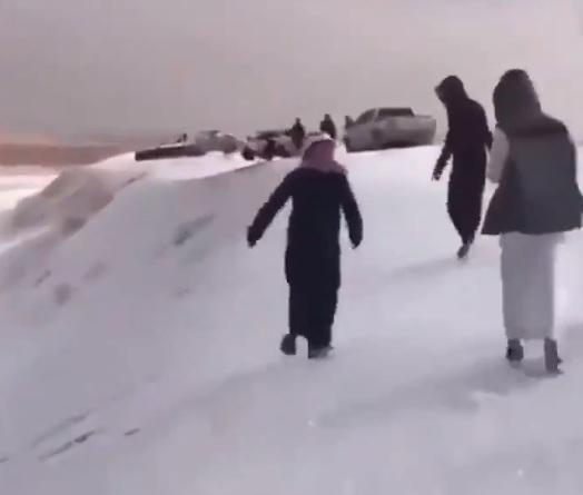 Photo of Саудівську Аравію завалило снігом і градом