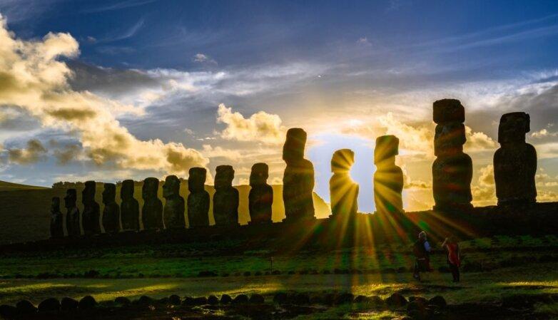 Photo of Кам'яні статуї моаї на острові Пасхи руйнуються через наплив туристів