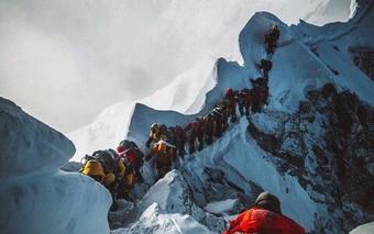 Мертвый Эверест: альпинисты перешагивают через трупы, чтобы достичь вершины