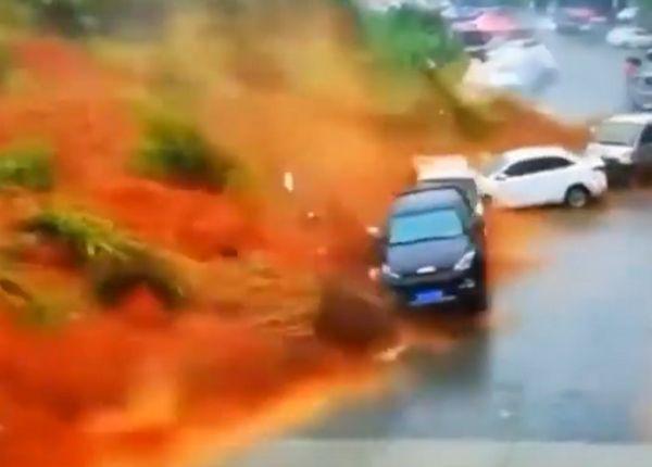 Photo of Руйнівна сель в Китаї потрапила на відео