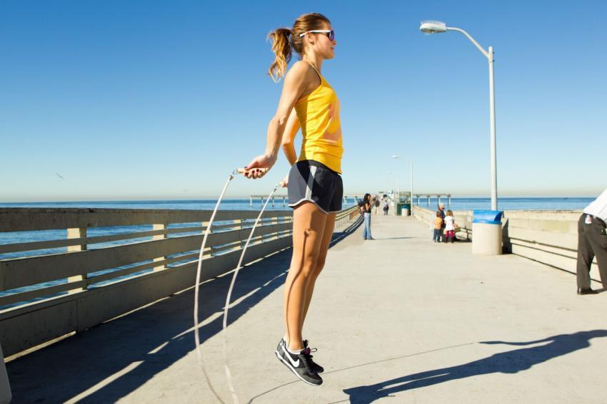 Photo of Вчені розповіли, як стрибки на скакалці допоможуть скинути вагу