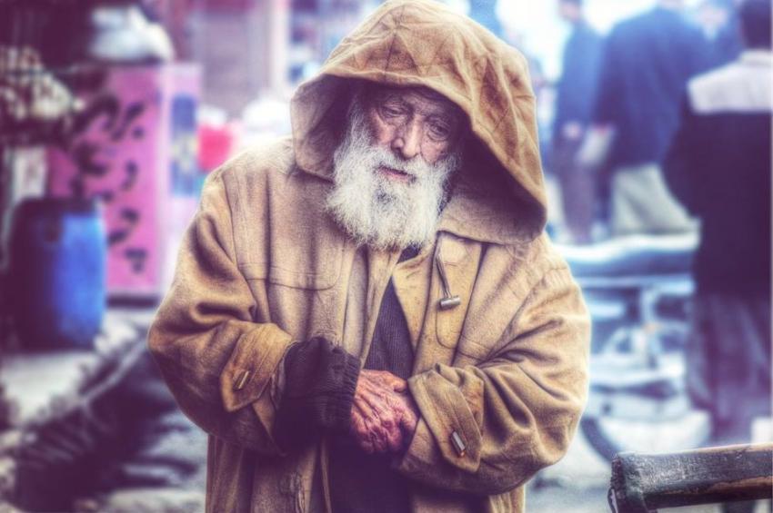 Photo of Медики назвали причини, чому з віком люди більше мерзнуть
