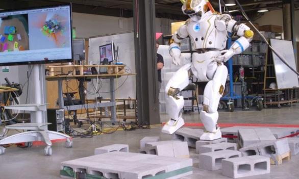 Photo of Білих роботів вчені порахували «расистськими»