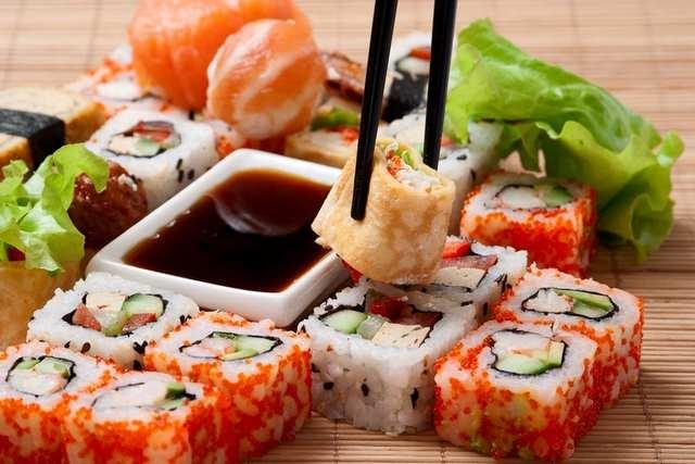 Преимущества доставки суши на дом или в офис