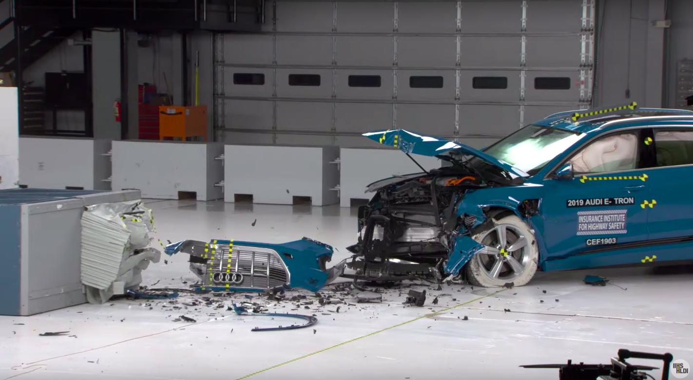 Photo of Німецьку Audi E-Tron назвали найбільш безпечним електромобілем у світі (відео)