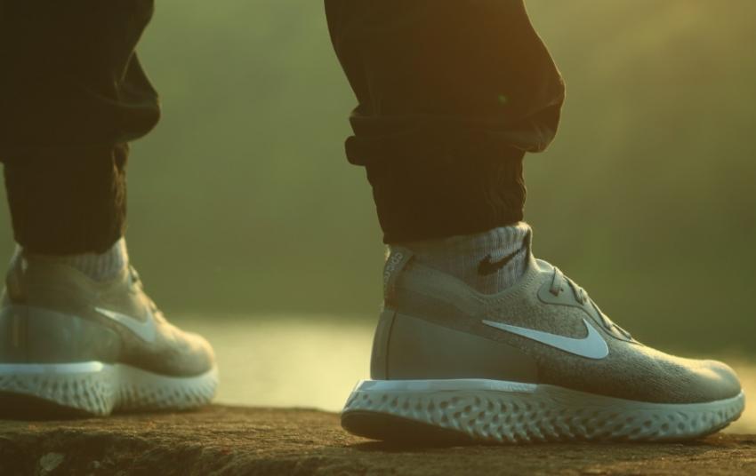 Photo of Вчені розповіли про головні загрози здоров'ю від носіння кросівок