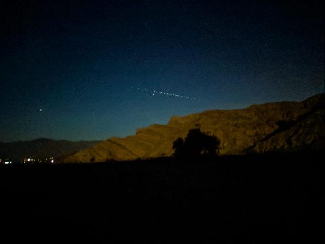 Photo of Інтернет-супутники Ілона Маска виглядають як інопланетне вторгнення