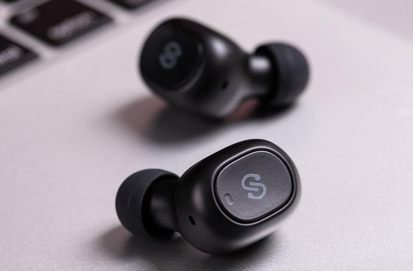 Photo of Учені розповіли про небезпеку Bluetooth-навушників