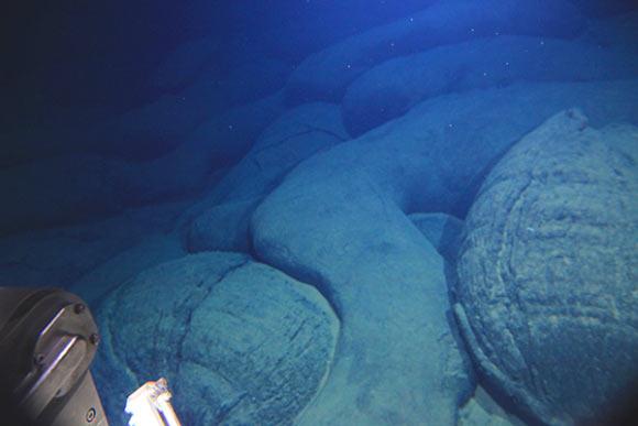 Photo of Японські вчені знайшли підводний вулкан, якому 3 млн років