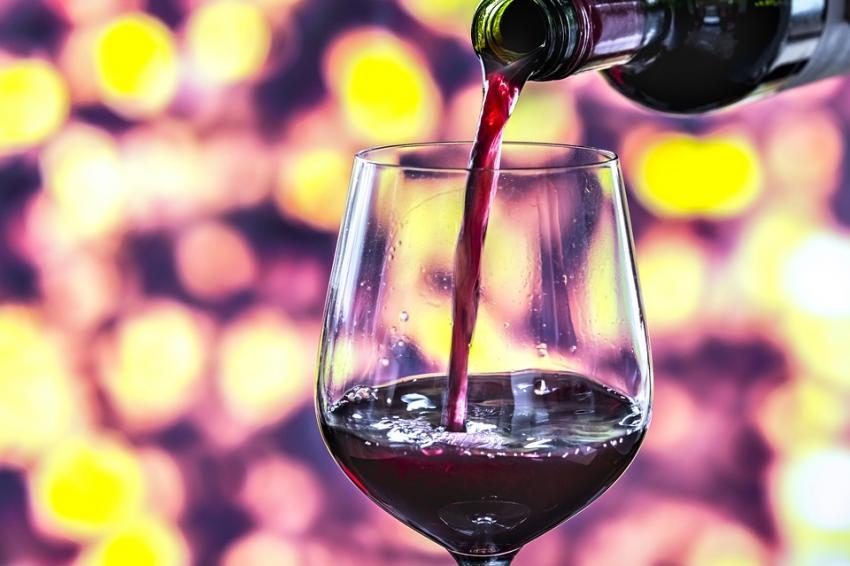 Photo of Вчені: «Навіть нечасте вживання алкоголю підвищує ризик розвитку раку»