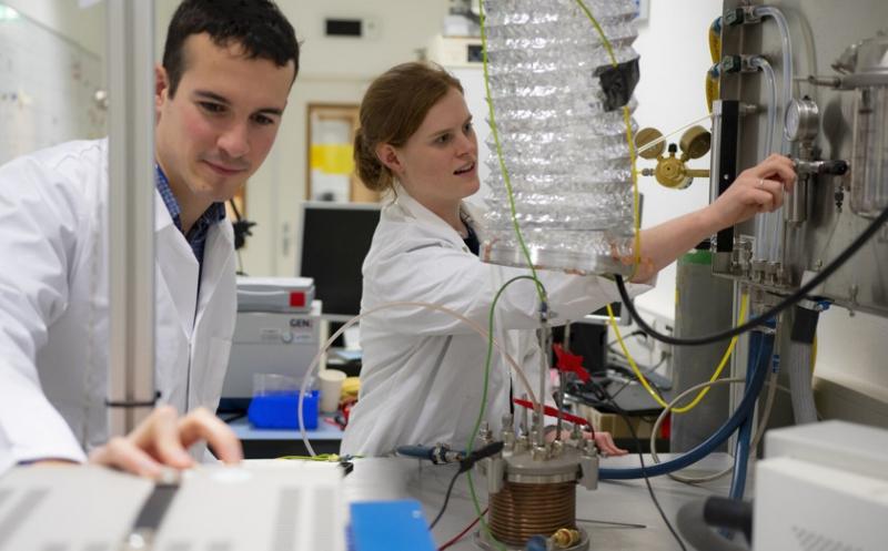 Photo of Вчені знайшли спосіб створювати кисень з місячного пилу