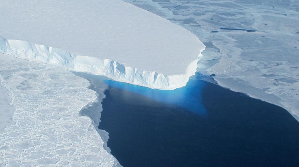 Photo of Гренландські льодовики почали танути швидше через особливості рельєфу на дні океану