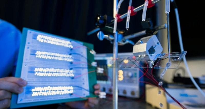 Photo of Генератор зміг живити 100 світлодіодів від краплі води