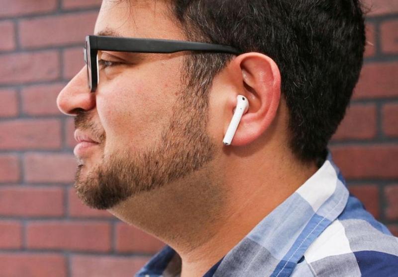 Photo of Чоловіка в бездротових навушниках Apple відмовилися обслуговувати в кафе