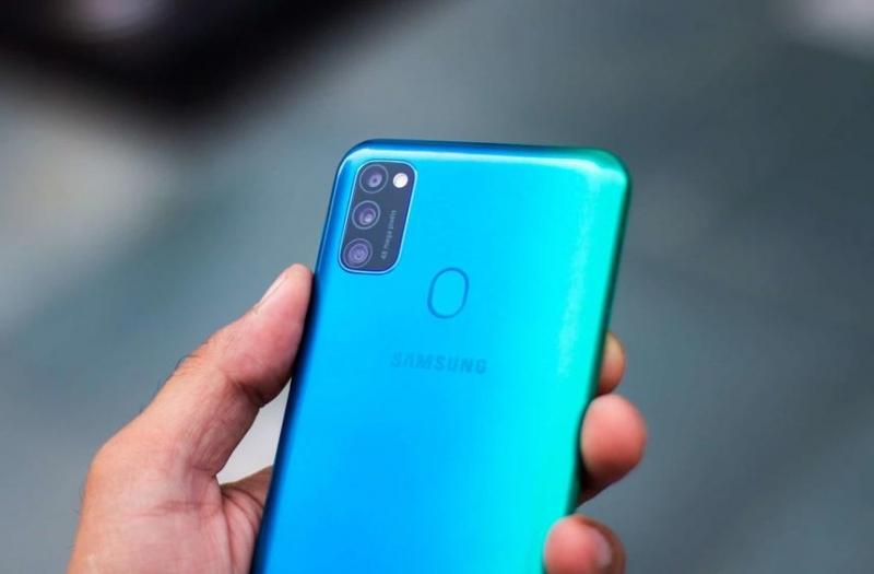 Photo of Samsung готує дешевий смартфон з рекордною автономністю